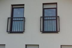 Prašno barvan francoski balkon