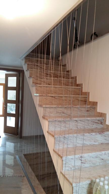 notranja ograja z kombinacijo inox pletenice